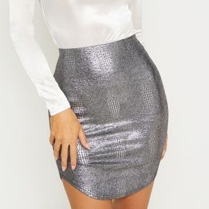 PRETTY LITTLE THING CURVE HEM MINI SKIRT